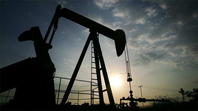 Los precios de petróleo caen tras el aumento de la tasa de interés de EE.UU.