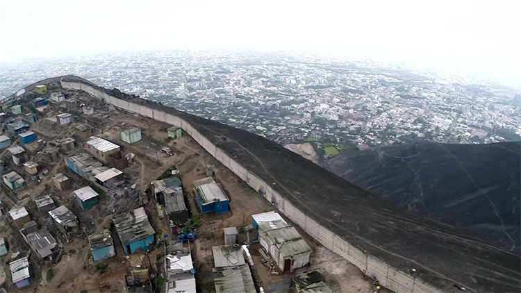 Perú: El 'muro de la vergüenza' entre el lujo y la miseria, a ojo de dron (video)