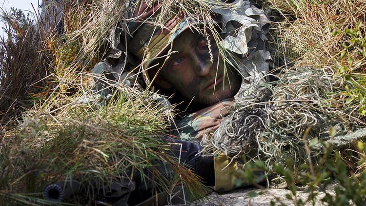 Soldado francés de la OTAN realiza ejericios militares Trident Juncture 2015