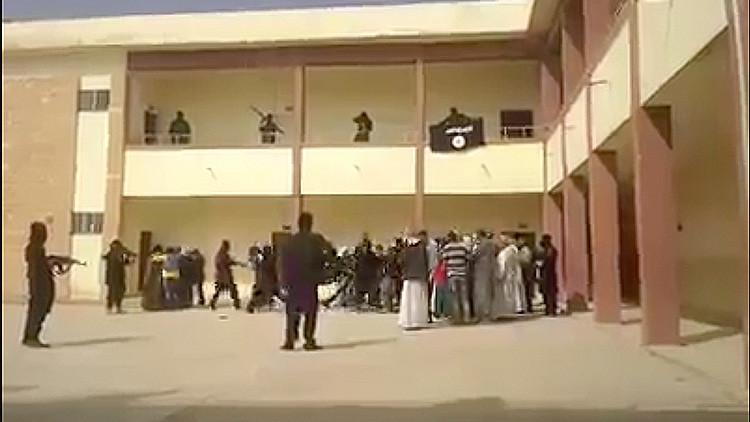 Yazidíes publican desgarrador video en el que terroristas del EI capturan esclavas sexuales