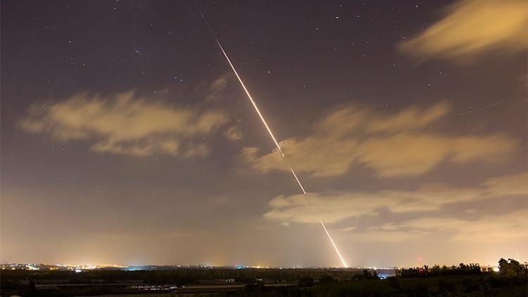 Imagen ilustrativa. La estela de un misil lanzado desde el norte de la Franja de Gaza hacia Israel el 21 de agosto de 2014.