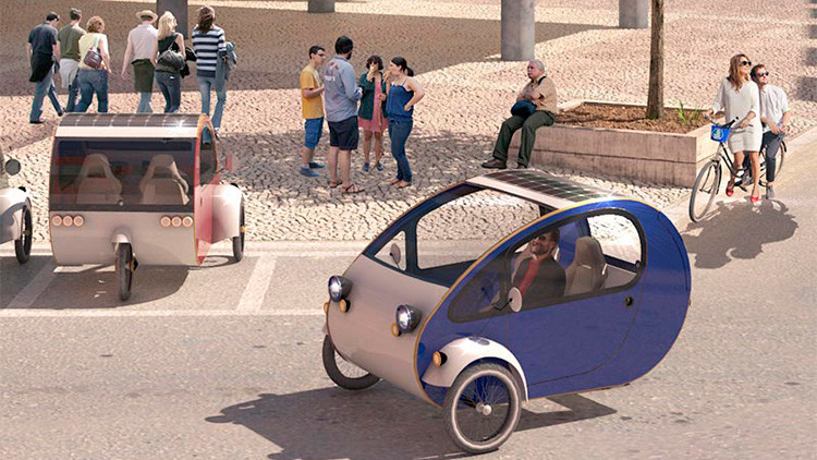 ¿Es un coche o una bicicleta?: El primer vehículo solar salta al mercado