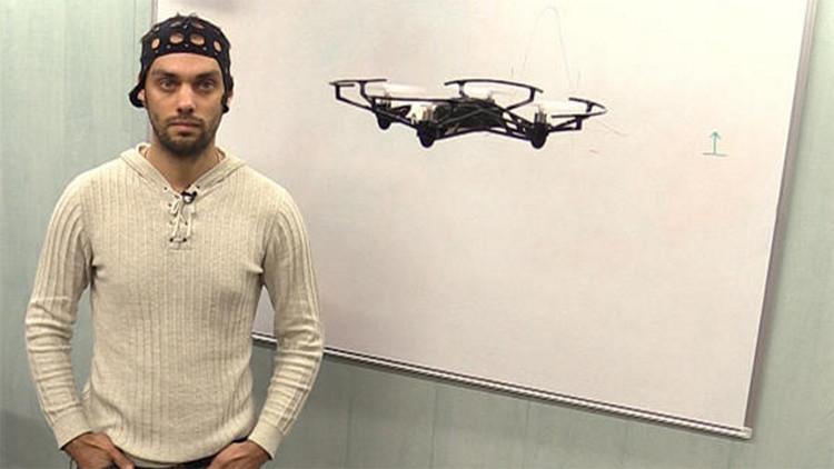 En Rusia inventan un dispositivo que permite manejar un cuadricóptero con la mente
