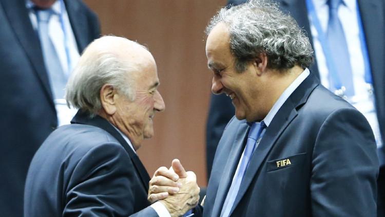 Joseph Blatter y Michel Platini, apartados del fútbol durante ocho años