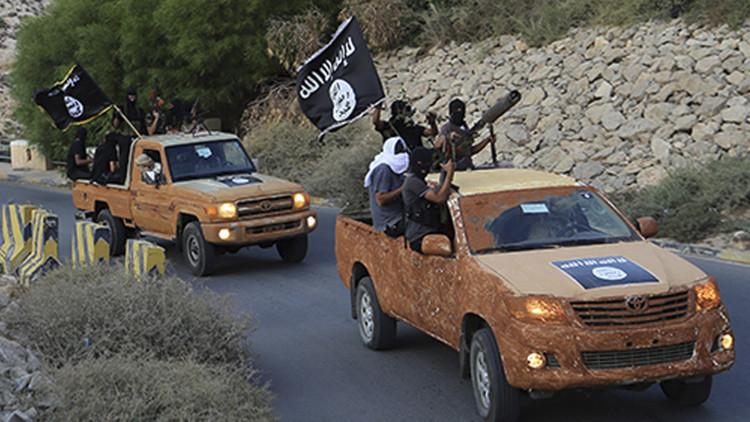 La corrupción interna y los 'ejércitos fantasma' destruyen al Estado Islámico