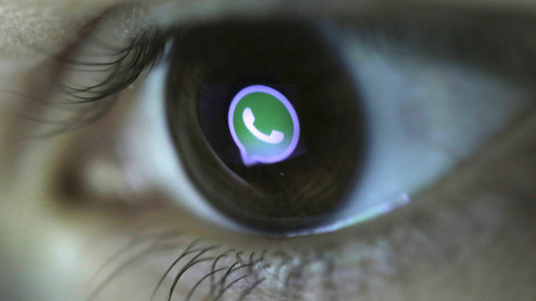 La 'puerta trasera' de WhatsApp: revelan cómo bloquear la aplicación de otra persona con emoticonos