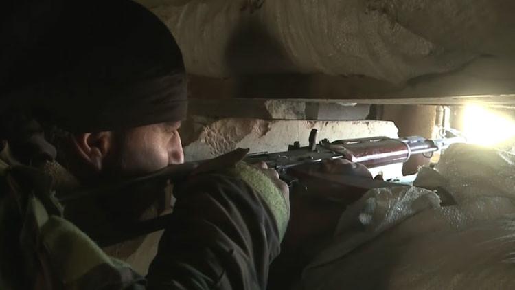 Terror bajo tierra: la guerra en Siria continúa en túneles en los suburbios de Damasco (Video)