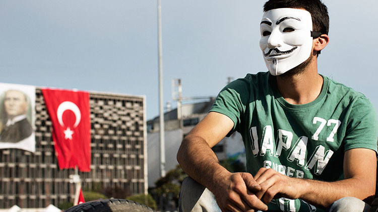 "Anonymous declara la ""guerra total"" a Turquía por su apoyo al Estado Islámico (VIDEO)"