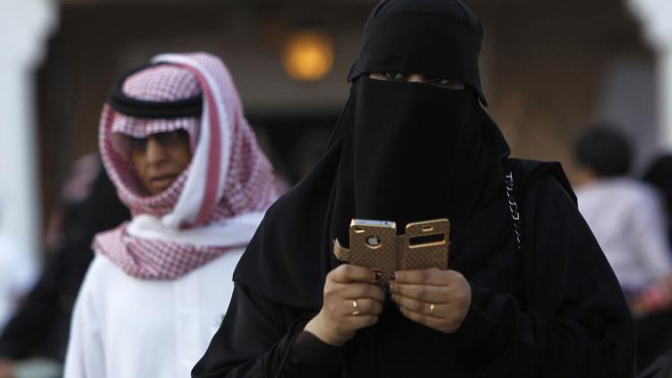"""""""Las niñas de mi escuela me llamaban 'puta'"""": ¿Cómo vive una mujer en Arabia Saudita?"""