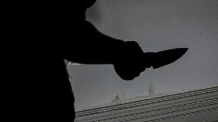 EE.UU.: Una 'mujer barbuda' de 180 kilos acuchilla a un hombre en el cuello