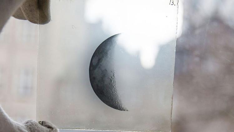 Encuentran en la basura fotos antiguas de fenómenos astronómicos