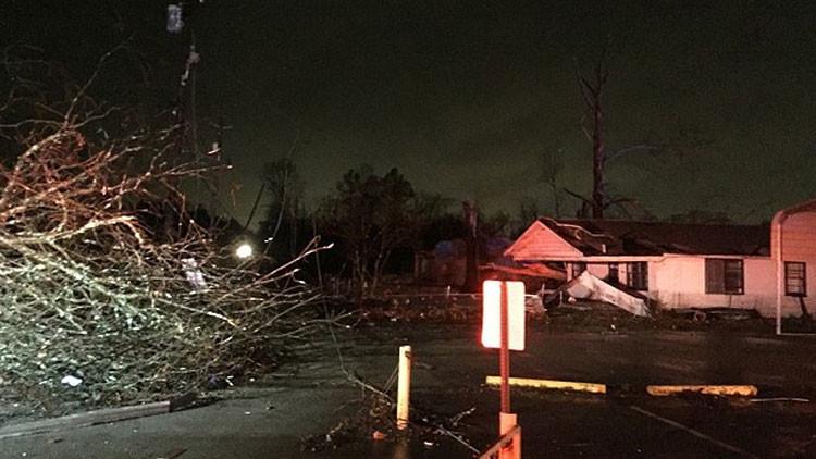 ¿El último del año?: Fuerte tornado sacude al sureste de EE.UU. (Fotos, Video)