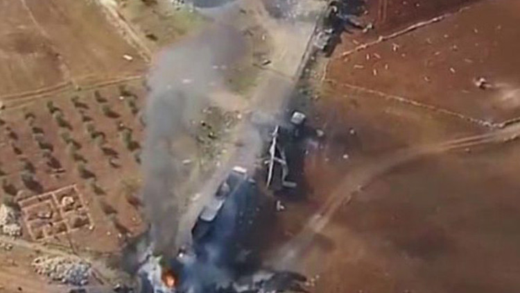 VIDEO: Calcinada una caravana de transporte de petróleo del Estado Islámico