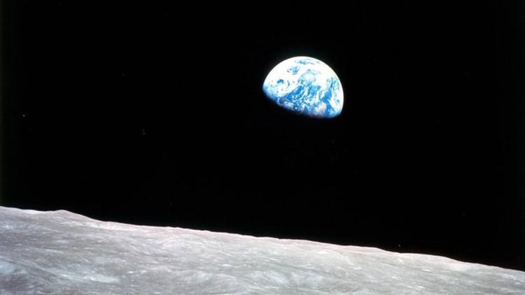 Fotografía de la Tierra vista desde la Luna tomada por la misión Apolo 8