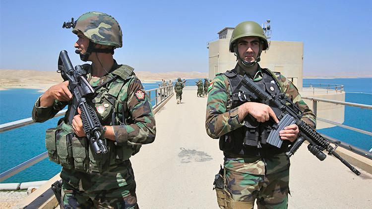 Combatientes peshmerga montan guardia en la presa de Mosul, en el norte de Irak, el 21 de agosto de 2014.
