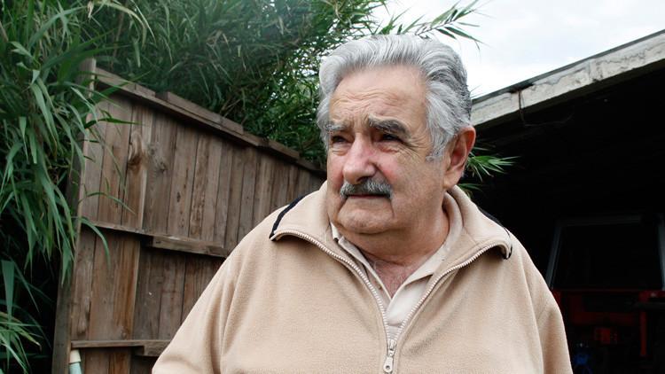 Video: José Mujica replica a un grupo de socorristas enojados