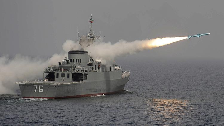 Irán lanza misiles cerca de un portaaviones de EE.UU.
