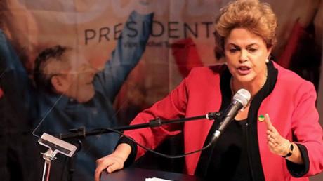 La presidenta de Brasil Dilma Rousseff da un discurso durante un congreso de la CUT en Sao Paulo