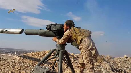 Terrorista del Estado Islámico dispara un BGM-71 TOW