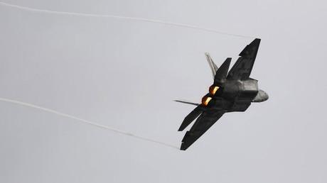 Un F-22 Raptor de la Fuerza Aérea de EE.UU.