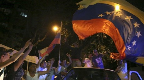 Seguidores de la coalición opositora celebran su victoria en Caracas