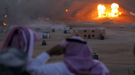 Las fuerzas especiales saudíes muestran sus habilidades de combate durante los ejercicios de entrenamiento en cercanías de Riad