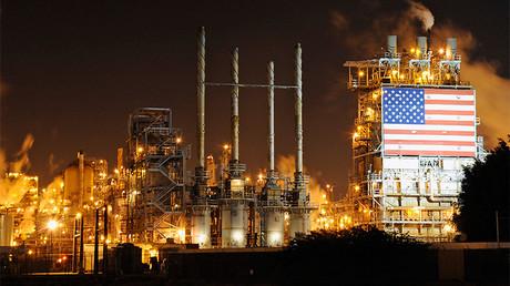 Vista general de la refinería de Tesoro en Carson, California (EE.UU.), el 2 de febrero de 2015.