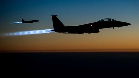 Dos cazas F-15 de EE.UU. sobrevuelan el norte de Irak, el 23 septiembre 2014
