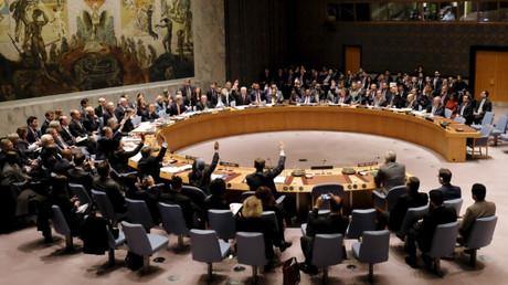 Los miembros del Consejo de Seguridad votan en la sede de las Naciones Unidas en Manhattan, Nueva York, EE.UU.