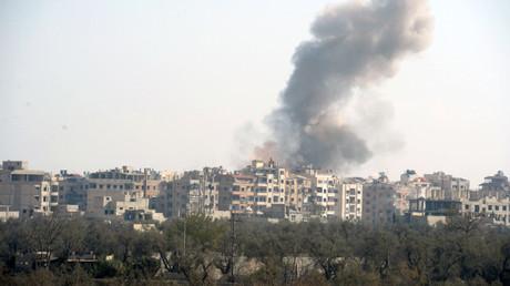 Las Fuerzas Aeroespaciales rusas atacan las posiciones de los terroristas en los suburbios de Damasco.