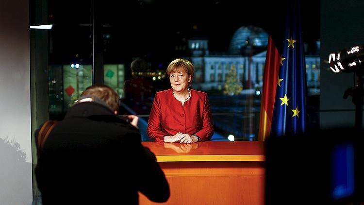 Spiegel: Merkel teme que el odio racial divida a Alemania en 2016