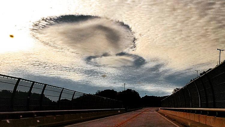 Extrañas nubes con agujeros cubren el cielo de Estados Unidos