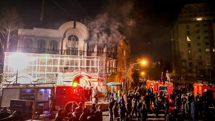 Video: Manifestantes incendian la embajada saudita en Irán tras la ejecución de un clérigo