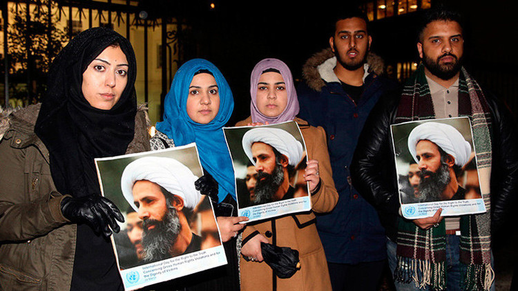 Manifestantes protestan en contra de la ejecución del prominente clérigo chiita Nimr al-Nimr