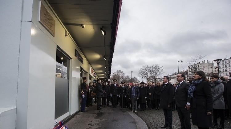 Errónea placa conmemorativa a 'Charlie Hebdo' desata indignación en redes sociales contra Hollande