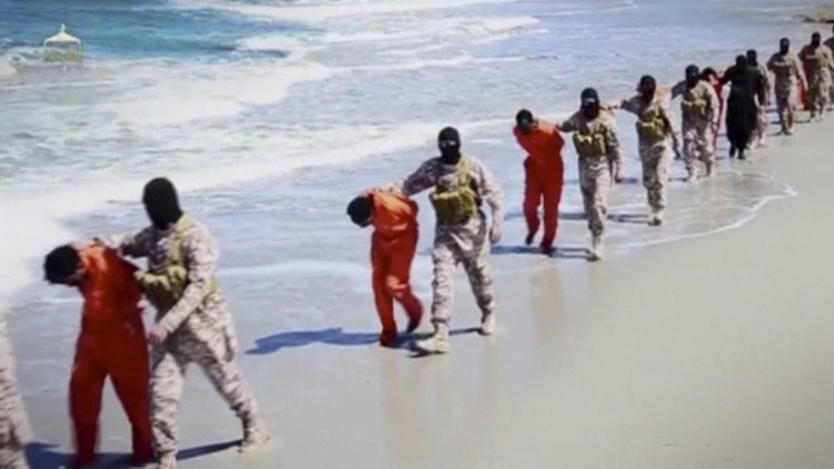 'La guerra de cerebros': El Estado Islámico ejecuta a más de una decena de personas en Egipto