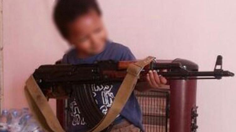 Revelan quién es el niño que aparece en el video de una ejecución del EI