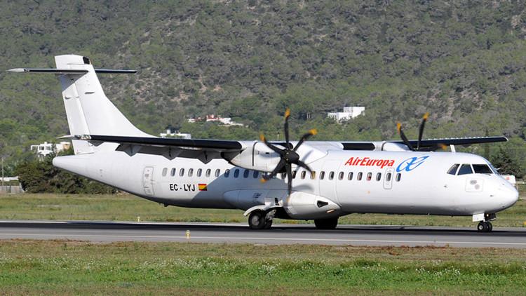 España: Un pasajero intenta suicidarse en pleno vuelo de abriendo la puerta del avión