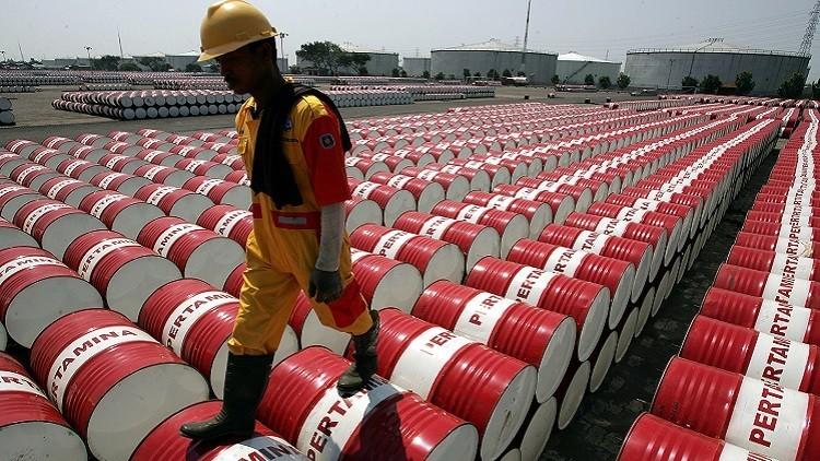 La cotización del barril de Brent alcanza su mínimo en los últimos 11 años