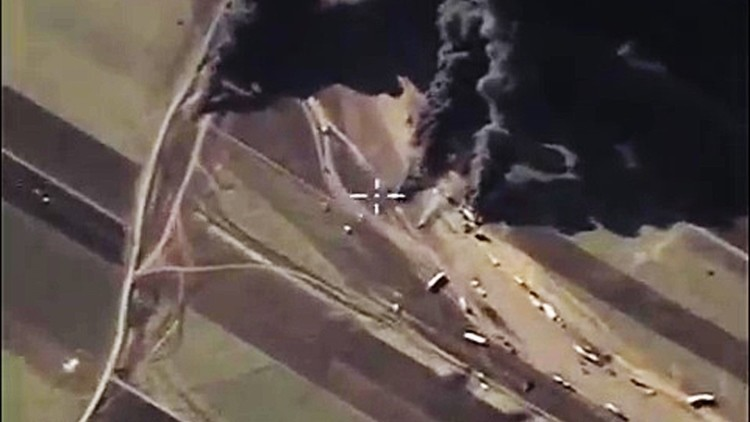 Cazas rusos bombardean camiones del EI y los terroristas graban el ataque desde un dron (Video)