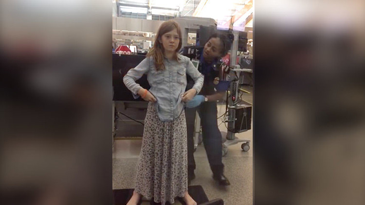 Video: Una agente cachea de manera abusiva a una niña en un aeropuerto de EE.UU.