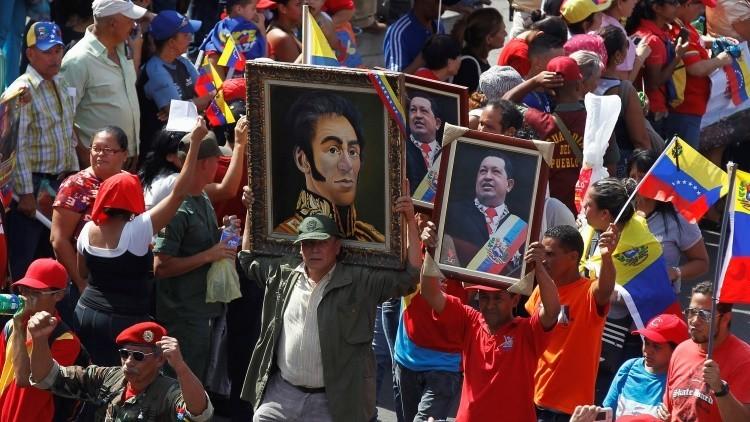 Rescatan los cuadros de Bolívar y Chávez desechados por la oposición venezolana del Parlamento