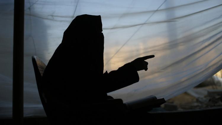 Una yihadista del EI tortura hasta la muerte a una joven siria que violó el código de vestimenta