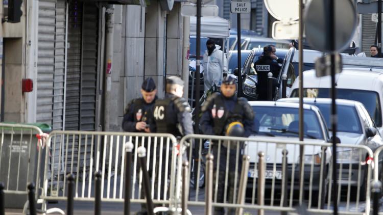 El terror vuelve a París: un robot busca explosivos en el cadáver del yihadista abatido (VIDEO 18+)