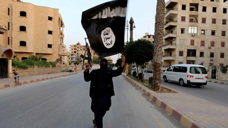 Nada es sagrado: un yihadista ejecuta públicamente a su madre por pedir salir del EI (Foto)