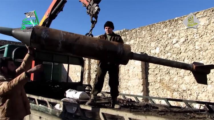 Video: Terroristas sirios de Al Qaeda crean un cohete mortífero con objetos cotidianos