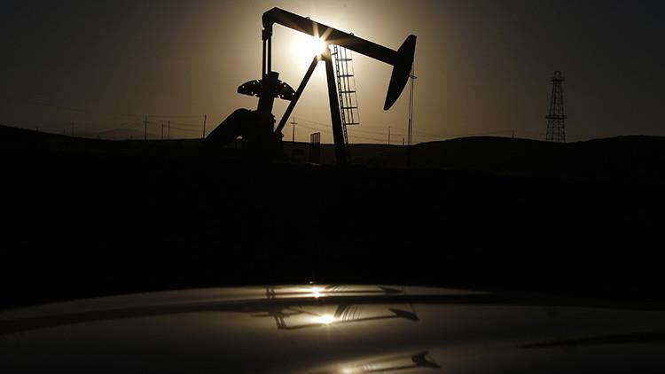 El precio del petróleo Brent cae por debajo de los 31 dólares por barril por primera vez desde 2004