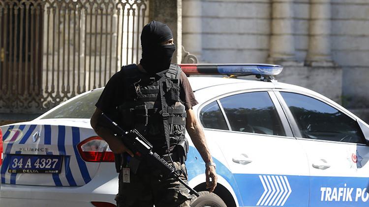 Un ataque suicida deja al menos 10 muertos en el centro de Estambul(Video)