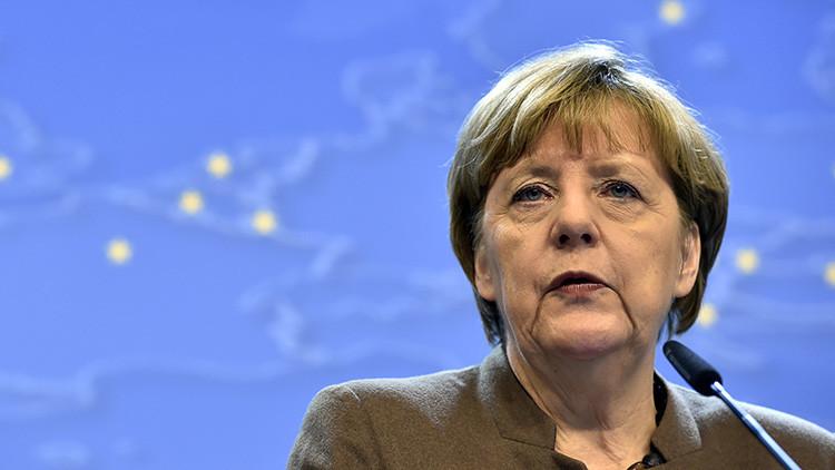 """Merkel admite que la crisis de refugiados está """"fuera de control"""" y Europa es """"vulnerable"""""""