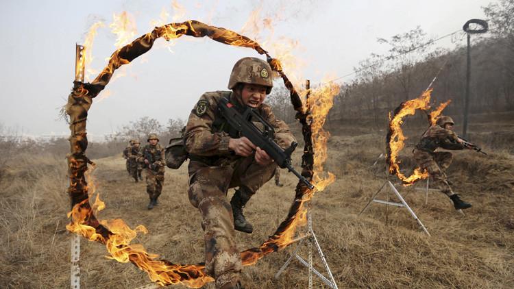 Soldados del Ejército chino durante una sesión de entrenamiento en una base militar